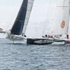 Le trimaran Sensation Océan fait son show en doublant le maxi-catamaran Explorer - © Sealaunay